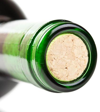 Apertura e servizio di una bottiglia di vino b20ffe036b0